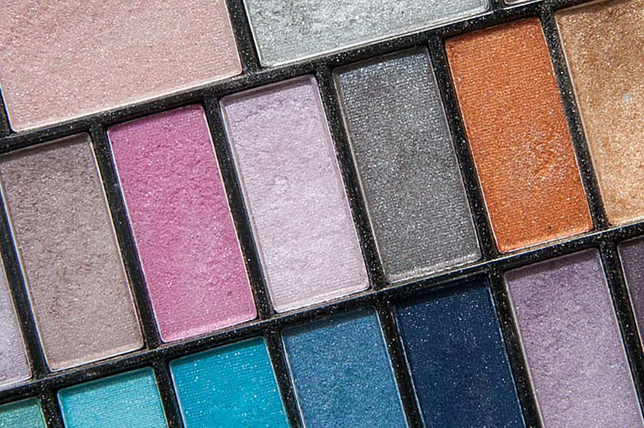 Mastering Make-Up: Achieving the Ultimate Grunge Glow