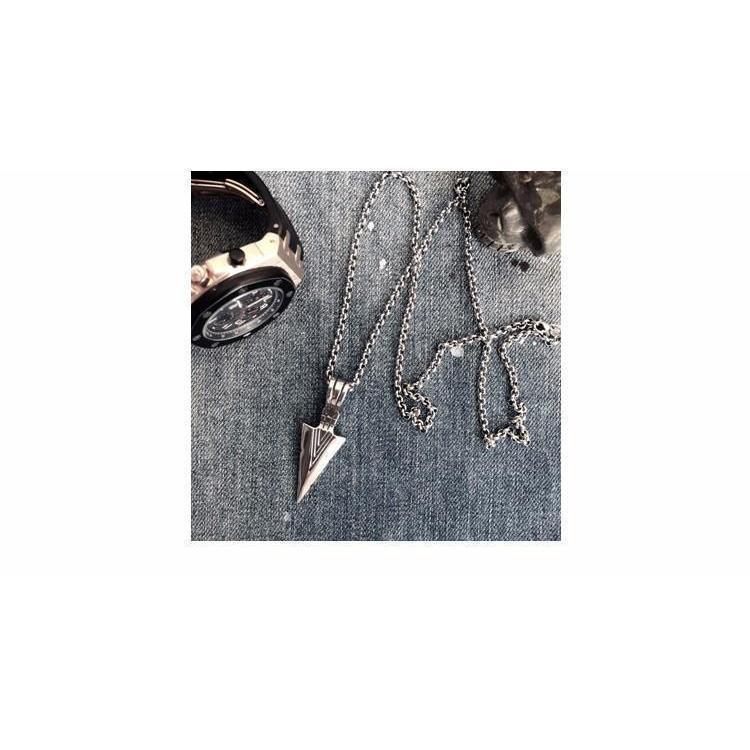 Unisex Triangular Spearhead Necklaces - The Black Ravens